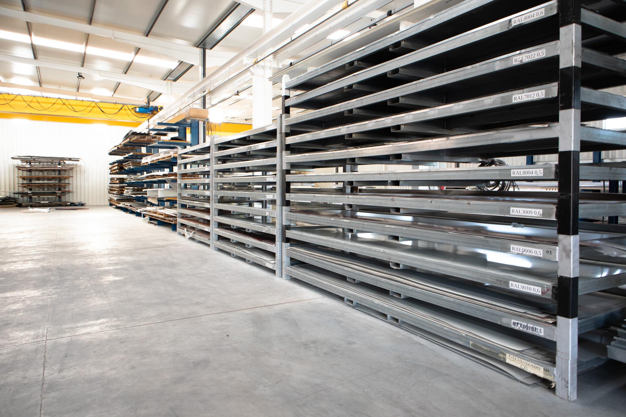 Somos uma referência nacional na comercialização de chapas e perfis metálicos